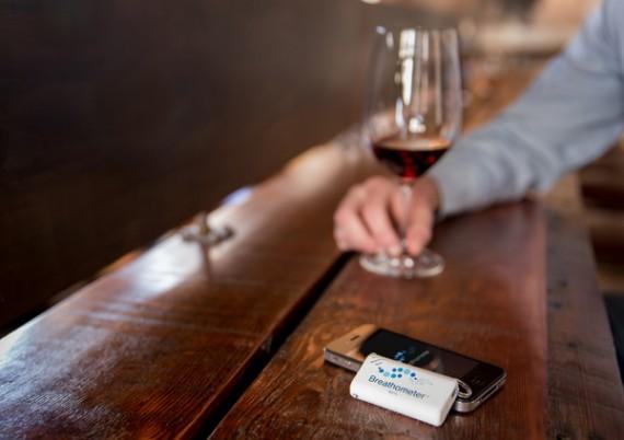Breathometer, il nuovo etilometro per iPhone